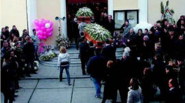 funerali, rossano, ss 106, teresa e valentina fiore, Calabria, Archivio