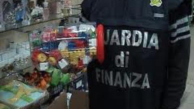 guardia di finanza, prodotti cinesi, sequestro, Sicilia, Archivio