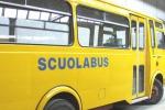 Si addormenta sullo scuolabus, dimenticato bimbo di tre anni