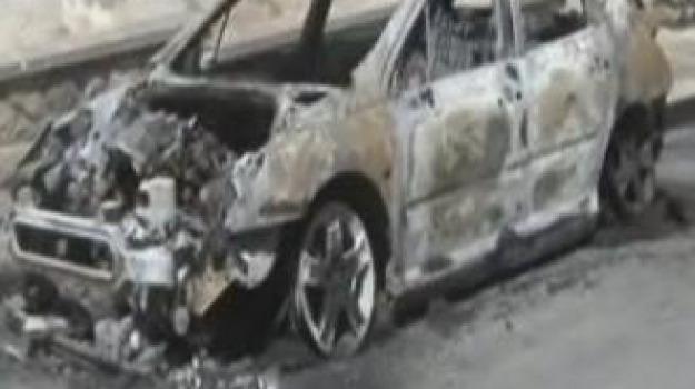 auto bruciata, bancario, rende, Cosenza, Calabria, Archivio