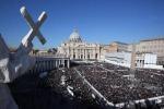 Ultima udienza ovazione per il Papa