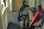 Un Batman inglese cattura il ladro