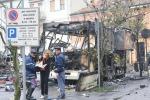 Esplode furgone, tre morti, 5 in prognosi riservata