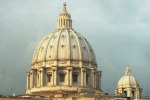 Uomo su cupola S. Pietro minaccia il suicidio Poi ci ripensa