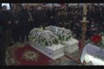 Celebrati i funerali lacrime e commozione