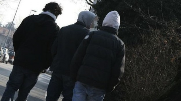 aggredita, minorenne, omosessuale, Cosenza, Calabria, Cronaca