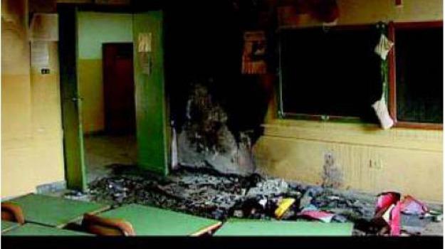 scuola incendiata, Reggio, Calabria, Archivio