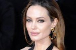 Doppia mastectomia per Angelina Jolie