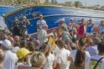 Il Papa a Lampedusa incontra gli immigrati