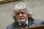 """Difende il figlio accusato di violenza sessuale, bufera su Grillo. La moglie: """"Un video dimostra l'innocenza"""""""