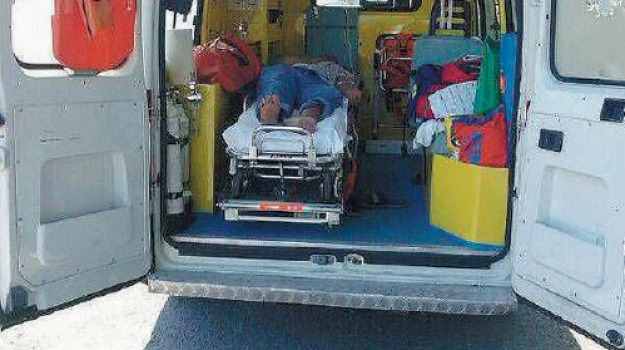 ambulanza in panne, Calabria, Archivio