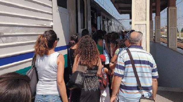 pendolari treno, Cosenza, Calabria, Archivio