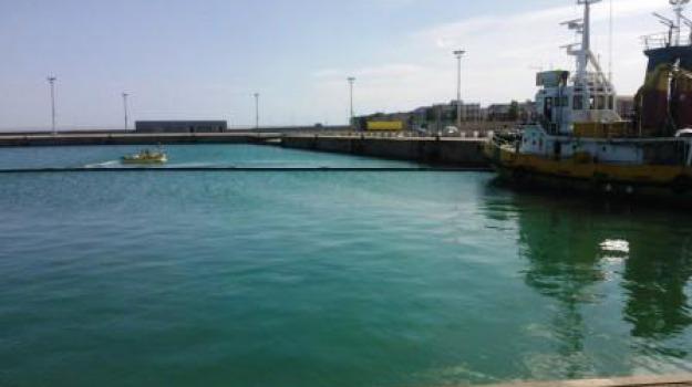 bonifica, peschereccio affondato, porto corigliano, Calabria, Archivio