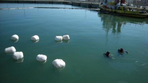 bonifica, corigliano, peschereccio affondato, porto, recupero, Calabria, Archivio