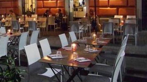 burla, prenotazione al ristorante, Sicilia, Archivio