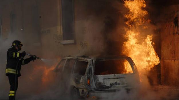 amantea, auto incendiata, intimidazione, vigilessa, Calabria, Archivio