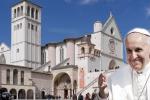 Ad Assisi il Papa rende omaggio al santo dei poveri