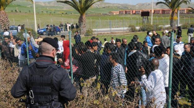 licenza media, migranti, mineo, Sicilia, Archivio