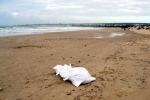 Il corpo di una neonata trovato sulla spiaggia