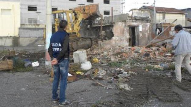 demolizione spiaggia, Messina, Archivio