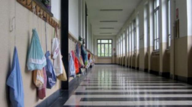 alunno picchia maestra, Messina, Archivio