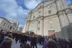 Sardegna, i primi funerali 1500 gli sfollati