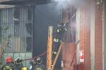 Incendio in fabbrica un morto e diversi feriti