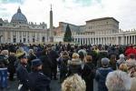 Uomo si dà fuoco in Piazza San Pietro