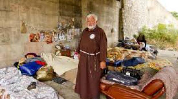 padre fedele, pranzo natale, solidarietà, ultras cosenza, Cosenza, Calabria, Archivio