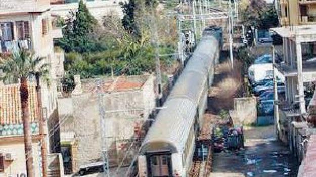 pendolari treno, trenitalia, Sicilia, Archivio