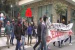 """""""Senza casa"""" in piazza incontro in Prefettura"""