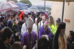 Funerali padre Lazzaro folla per ultimo saluto