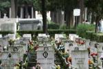 20enne s'impicca al cimitero