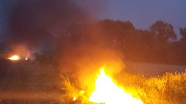 carabinieri, incendio gomme, roggiano gravina, Calabria, Archivio