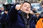 Renzi propone il Daspo per i politici corrotti