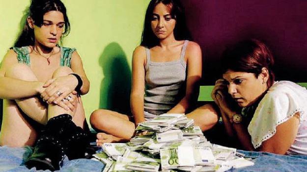 ragazze a mano armata, Messina, Archivio, Cultura
