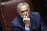 Grasso: stop ai vitalizi per i politici corrotti