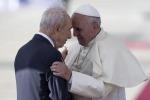 Peres con il Papa Preghiera di pace