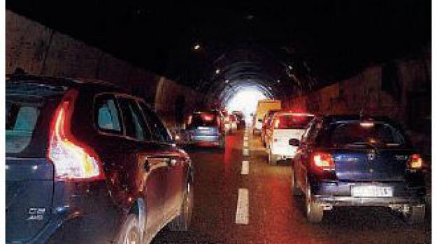 autostrada, boccetta, corsia emergenza, Messina, Archivio