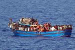 Centinaia di migranti sbarcano a Ispica