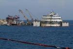 Concordia: il relitto è tornato a galleggiare