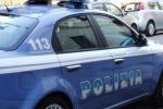 Padre soffoca figlio nel sonno, arrestato