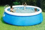 Bimbo rischia di morire in una piscina gonfiabile