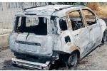 Bruciata l'auto alla moglie di un vigile