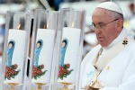 Il Papa: respingiamo le economie disumane