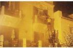 Casa in fiamme, salvate tre persone