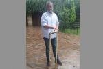 Calderoli uccide serpente e pubblica foto su Fb