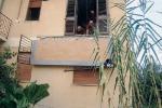 Crolla balcone, ferita intera famiglia di turisti