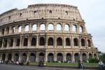 Cade dal Colosseo grave un 18enne