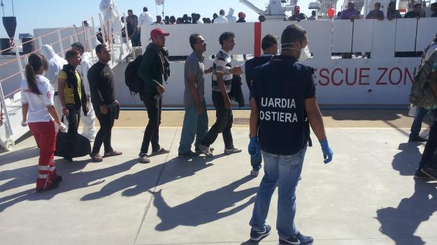 fermati scafisti, pozzallo, sbarco migranti, Sicilia, Archivio